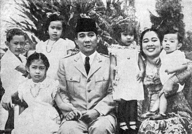 Sukarno, Fatmawati dan kelima anaknya